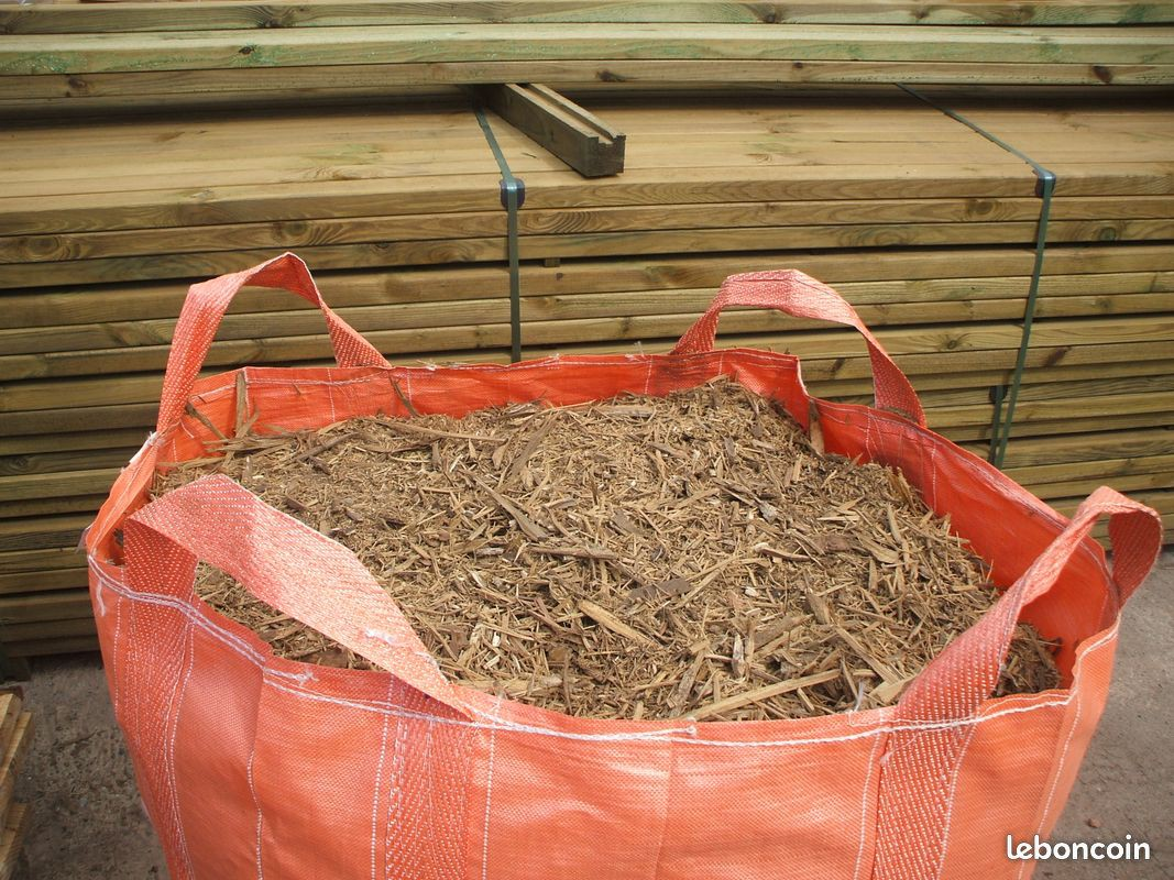 Paillage de bois broyé